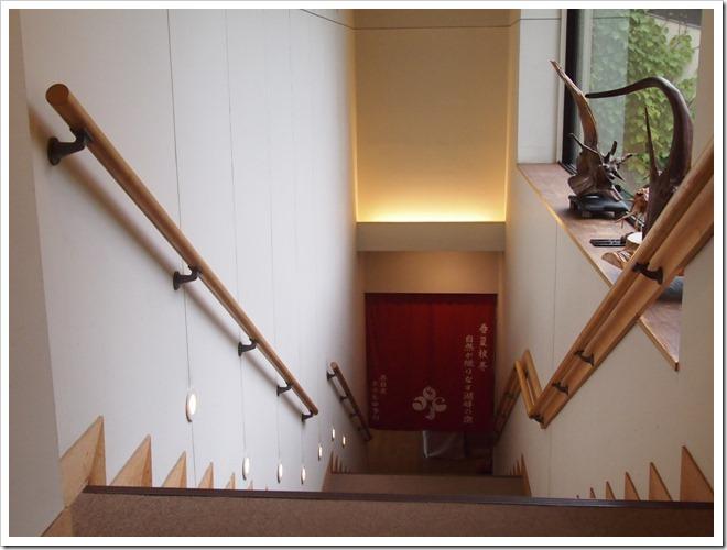 大浴場へ降りる階段