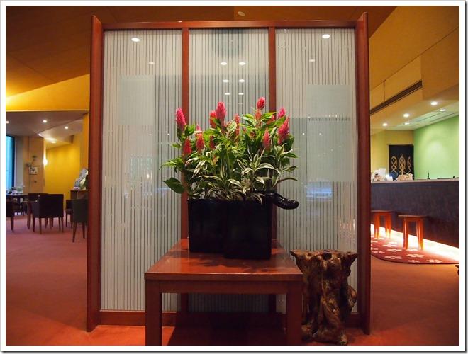 ロビー入り口の花