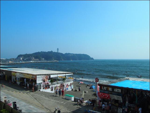 テラスから江ノ島を望む