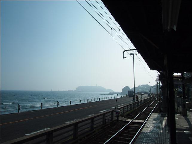 鎌倉高校駅前より江ノ島方面w望む