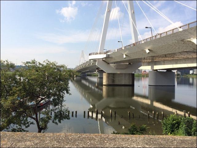 羽田側から大師橋を望む